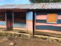 五颜六色的山村庄在海地 免版税库存图片