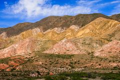 五颜六色的山风景 免版税库存照片