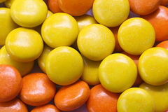 五颜六色的巧克力糖 免版税库存图片