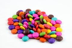 五颜六色的巧克力糖 免版税库存照片