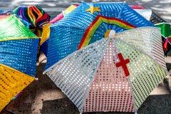 五颜六色的巴西狂欢节装饰在市奥林达, Pernambuco,巴西 免版税库存照片