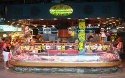 五颜六色的市场摊位 免版税库存照片