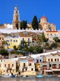 五颜六色的希腊海岛村庄 免版税库存照片
