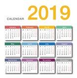 五颜六色的年2019日历水平的传染媒介设计模板,简单和干净的设计 库存例证