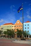 五颜六色的广场河边区s willemstad 免版税库存照片