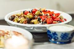 五颜六色的开胃小菜在桌上滚保龄球 库存照片