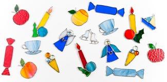 五颜六色的彩色玻璃手工制造原始的装饰项目 免版税库存图片