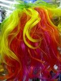 五颜六色的彩虹假发特写镜头 库存图片