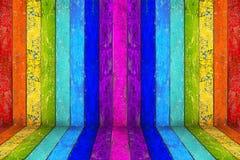 五颜六色的彩虹空的木室 库存照片