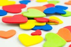 五颜六色的心脏贴纸背景 免版税库存图片