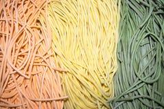 五颜六色的意大利面团tagliatelle 免版税库存图片