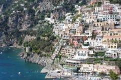 五颜六色的意大利positano城镇 库存照片