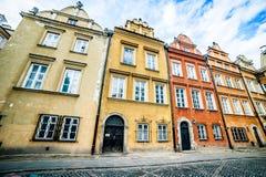五颜六色的房子华沙 免版税库存照片