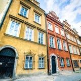 五颜六色的房子华沙 免版税库存图片