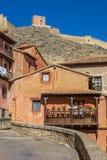 五颜六色的房子和城市墙壁在Albarracin 免版税库存照片