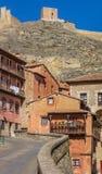 五颜六色的房子和城市墙壁在Albarracin 库存图片