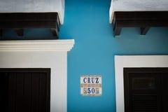 五颜六色的房子和墙壁细节在老圣胡安波多黎各 免版税库存图片