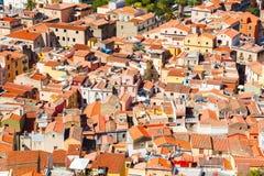 五颜六色的房子和红色屋顶 库存照片