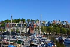 五颜六色的房子和造船厂 免版税库存照片