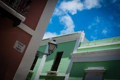 五颜六色的房子和细节在老圣胡安波多黎各 免版税库存照片