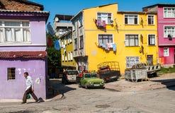 五颜六色的房子在伊斯坦布尔,土耳其 免版税库存照片