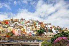 五颜六色的房子在住宅区 Las Palmas Gran Canari 免版税库存照片