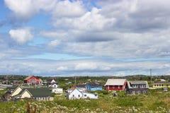 五颜六色的房子在哈利法克斯,新斯科舍,加拿大附近的佩吉的小海湾 免版税库存照片