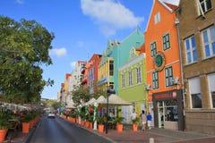 五颜六色的房子在威廉斯塔德,库拉索岛 库存照片