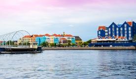 五颜六色的房子在威廉斯塔德Curaçao,荷兰语安的列斯 图库摄影