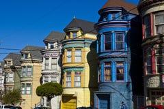 五颜六色的房子在旧金山 免版税库存照片