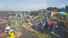 五颜六色的房子在玛琅市在印度尼西亚 库存图片