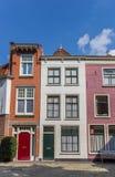 五颜六色的房子在莱顿的历史的中心 免版税库存图片
