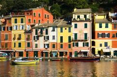 五颜六色的房子在菲诺港,意大利 免版税图库摄影