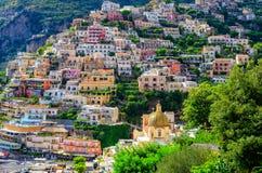 五颜六色的房子在阿马飞海岸的,意大利波西塔诺 库存照片