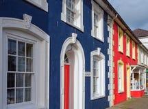 五颜六色的房子在Aberaeron,威尔士 免版税库存照片