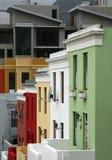 五颜六色的房子在BoKaap区域在开普敦 免版税库存照片