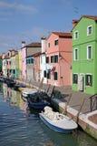 五颜六色的房子在Burano海岛,可以08日2010年在Burano,威尼斯,意大利 免版税库存照片