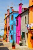 五颜六色的房子在Burano,威尼斯,意大利 免版税库存图片