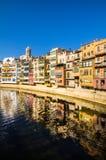 五颜六色的房子在Girona 库存照片
