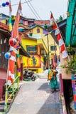 五颜六色的房子在Kampung Pelangi印度尼西亚 库存照片