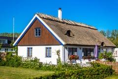 五颜六色的房子在Kaseberga 图库摄影