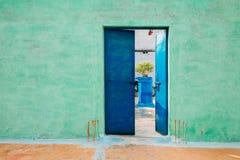 五颜六色的房子外部在印度 库存照片