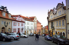 五颜六色的房子布拉格 免版税库存图片