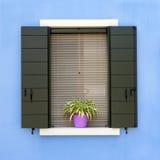 五颜六色的房子窗口在Burano 免版税库存照片