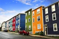 五颜六色的房子约翰s st 免版税库存图片