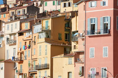 五颜六色的房子门面在芒通镇,普罗旺斯,法国 库存照片