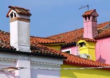 五颜六色的房子, Burano海岛,意大利屋顶  免版税库存图片
