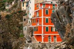 五颜六色的房子& x28; 里奥马焦雷, Italy& x29; 图库摄影