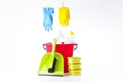 五颜六色的手套和清洁洗涤剂 图库摄影