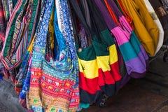 五颜六色的手工制造织品袋子 库存图片